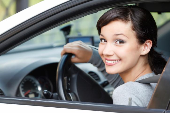 Prawo jazdy - obowiązki młodych kierowców w dwuletnim okresie próbnym