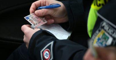 Czym może skutkować prowadzenie samochodu bez dokumentu prawa jazdy